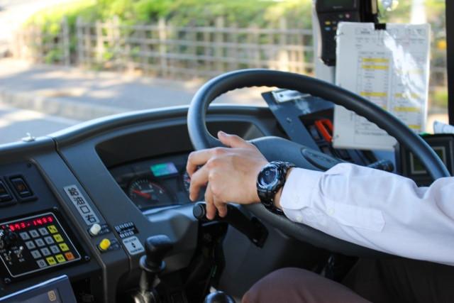 ユニック車の運転・操作に必要な免許とは?