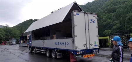 埼玉の運送業者「株式会社清光ライン」の運送トラック(背面)